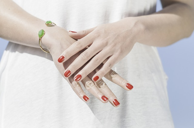 Červená manikura