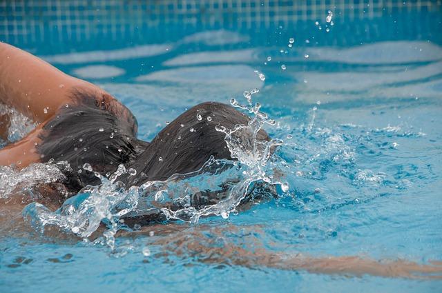 plavání dívky