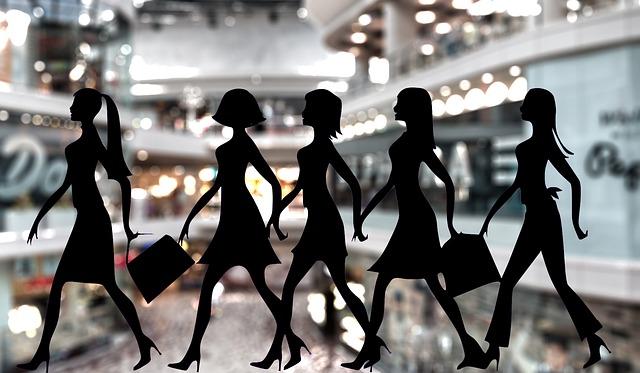 dámy na nákupech