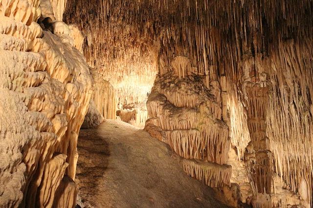 krápníkové jeskyně