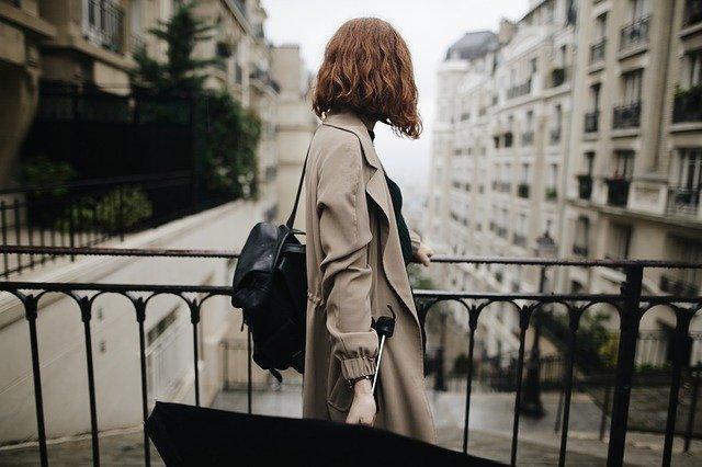 žena ve městě